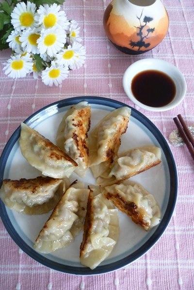 Món bánh này có nguồn gốc từ Trung Hoa nhưng được làm và bán rất phổ biến ở Nhật. Đây là một món khai vị hoặc ăn chơi rất ngon với khẩu vị rất gần gũi với người Việt.