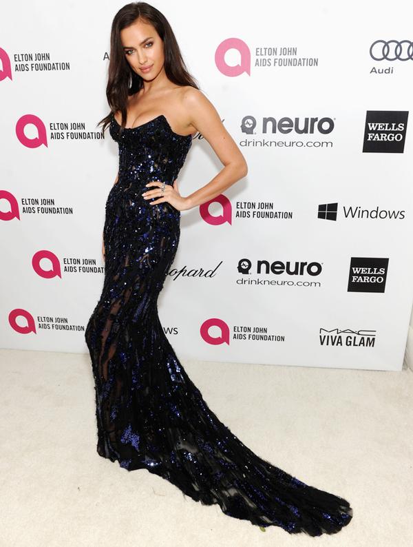 Bức ảnh được chụp tại bữa tiệc từ thiện của danh ca Elton John được tổ chức hàng năm đúng dịp lễ trao giải điện ảnh Oscars.