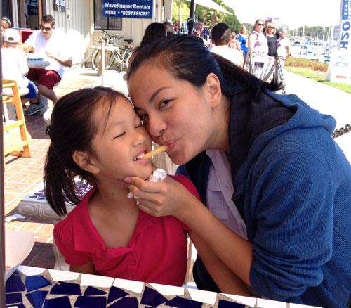 Siêu mẫu Ngọc Thúy và con gái lớn đang sống tại Mỹ.