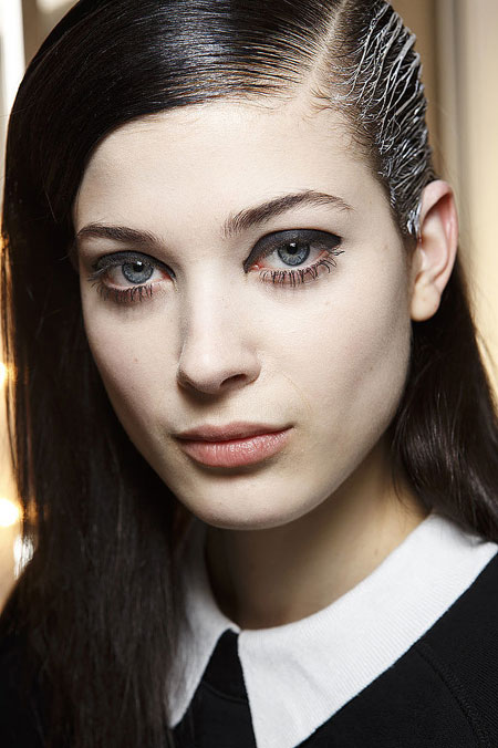 Muôn kiểu vẽ mắt tại Paris Fashion Week