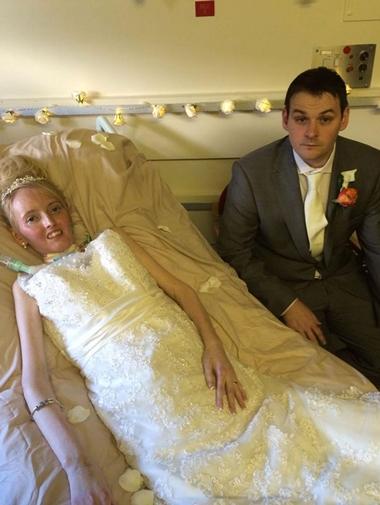 Đám cưới của Thomas dự kiến được tổ chức vào tháng 5. Cô đã chọn váy cưới, đặt chỗ khách sạn.