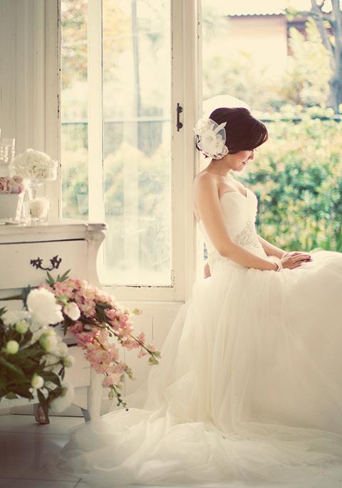 Chụp ảnh cưới trong nhà lộng lẫy