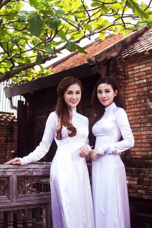 Cuối cùng, cả Kelly và Hải Hà đều chọn bộ áo dài nữ sinh trắng trơn với ý nghĩ: cho dù có cách điệu đẹp đến mấy thì chiếc áo dài truyền thuần Việt vẫn là niềm tự hào của mỗi người phụ nữ Việt Nam nói riêng và người dân ta nói chung.