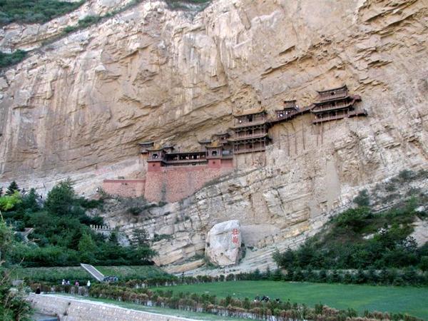 Ngôi chùa cheo leo vách núi ở Trung Quốc - hình ảnh 11