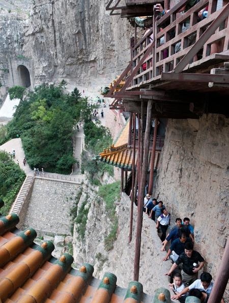 Ngôi chùa cheo leo vách núi ở Trung Quốc - hình ảnh 6