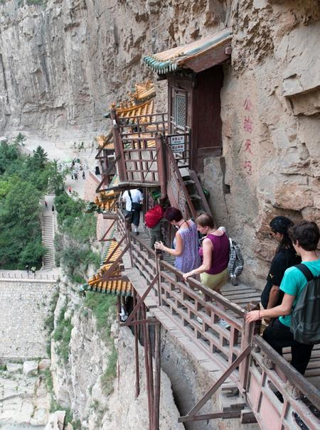 Ngôi chùa cheo leo vách núi ở Trung Quốc - hình ảnh 7
