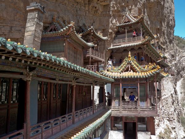 Ngôi chùa cheo leo vách núi ở Trung Quốc - hình ảnh 8