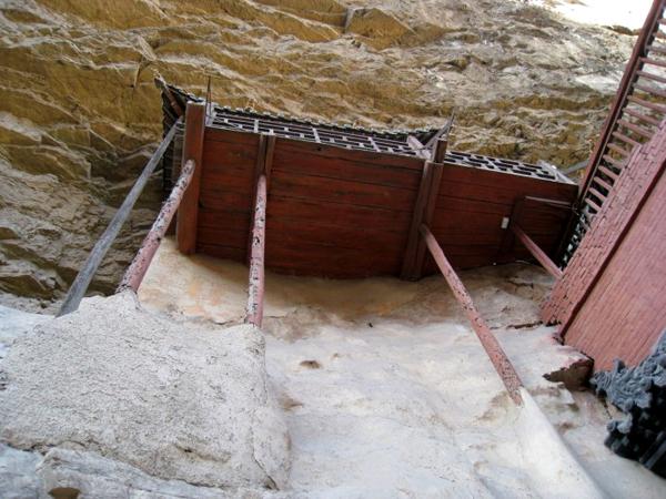 Ngôi chùa cheo leo vách núi ở Trung Quốc - hình ảnh 9