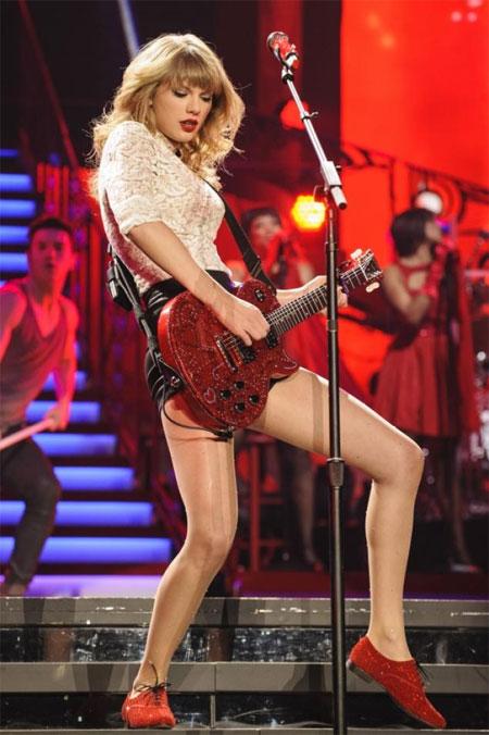 Taylor Swift là ca sĩ kiếm tiền giỏi nhất năm 2013 - hình ảnh 1