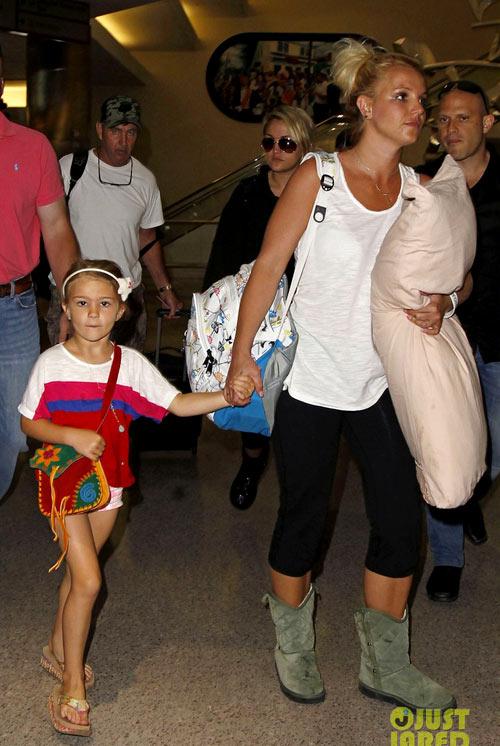Street style lôi thôi của Britney Spears - hình ảnh 2
