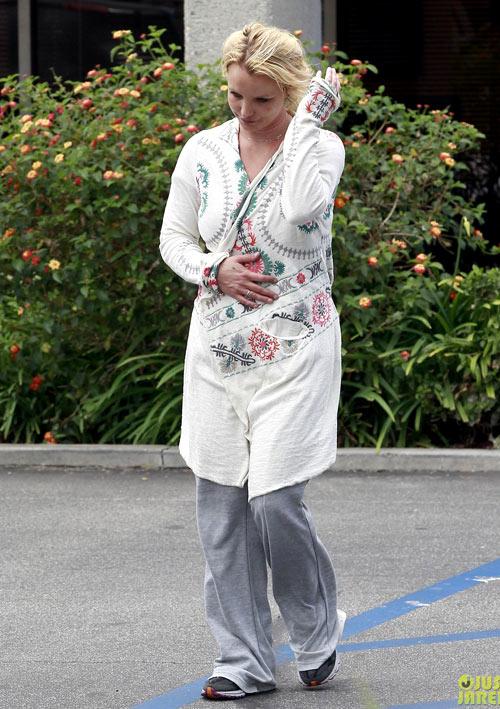 Street style lôi thôi của Britney Spears - hình ảnh 4