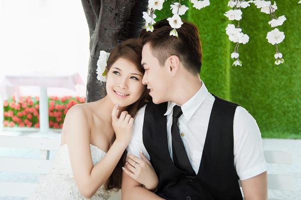 Ảnh cưới trong nhà lãng mạn và nhẹ nhàng