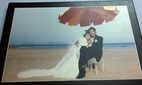 Bức ảnh cưới của đôi vợ chồng nghệ sĩ Bích Trâm - Chánh Tín treo 41 năm trên tường ngôi nhà sắp sửa bị tịch thu của ông bà