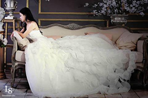Váy cưới cho cô dâu thêm quyến rũ