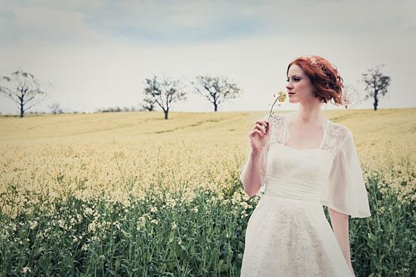 Váy xinh xắn cho tiệc cưới ngoài trời