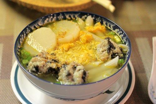 Nui mềm, thịt cua thơm, nước dùng trong và ngọt, chỉ cần khéo léo một chút là bạn đã có món súp ngon tuyệt cho cả nhà rồi đấy.