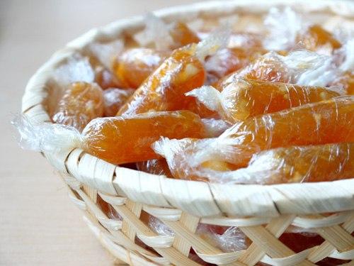 Món kẹo gừng vừa dễ làm vừa ngon miệng mà lại có công dụng chống lạnh rất thích hợp cho cả nhà những ngày mưa rét.