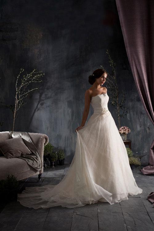 Bộ sưu tập váy cưới `Dấu ấn thời gian`