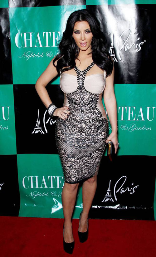 3-Kim-Kardashian-in-Herve-Lege-3659-3162