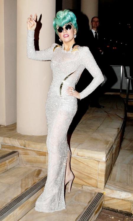 Lady-Gaga-in-Atelier-Versace-0-1259-7076