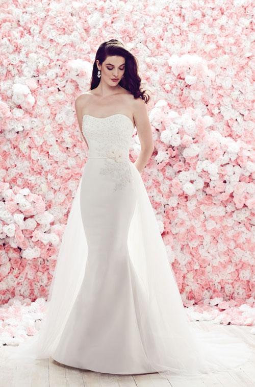 10 mẫu váy cưới lộng lẫy với hoa