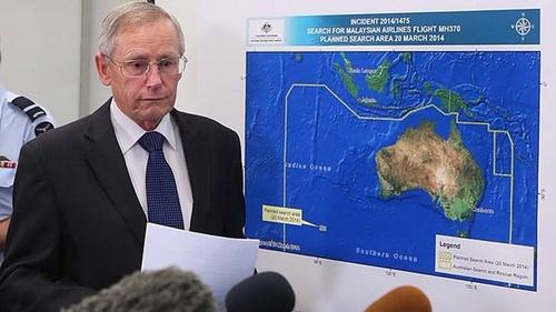 Ông John Young, lãnh đạo Cơ quan An toàn Hàng hải Australia (AMSA) trong cuộc họp báo hôm nay tại Canberra. Ảnh: SHM