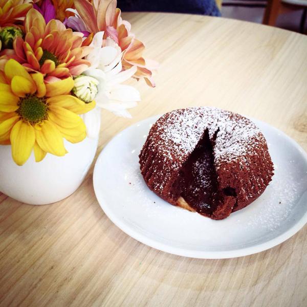 Bánh Molten Lava Cake dành riêng cho ngày tình nhân.