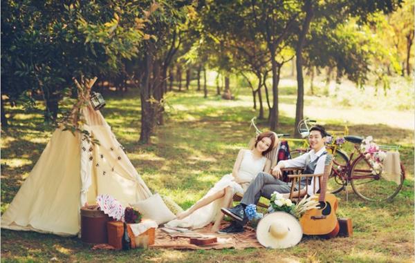 Chụp hình cưới đẹp ngoài trời style Hàn Quốc