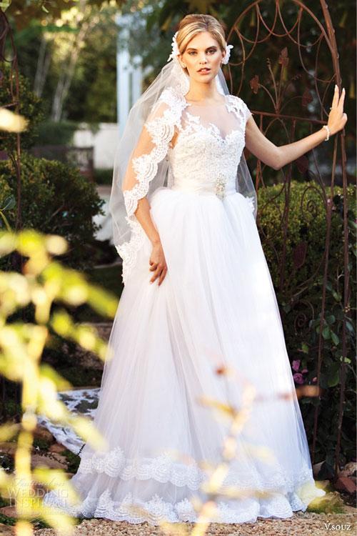 Váy cưới pha màu, biến tấu độc đáo