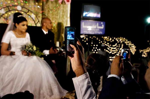 Hạn chế dùng điện thoại trong lễ cưới