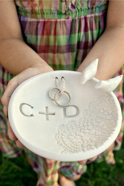 Gối buộc nhẫn cưới thú vị cho lễ thành hôn