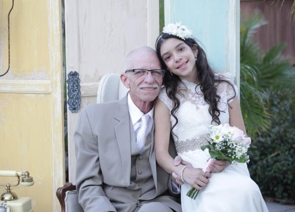 Ông Jim đang đối mặt với bệnh ung thư tuyến tụy. Trong những ngày tháng cuối cùng, ông muốn chứng kiến con gái xinh đẹp trong chiếc váy cô dâu.