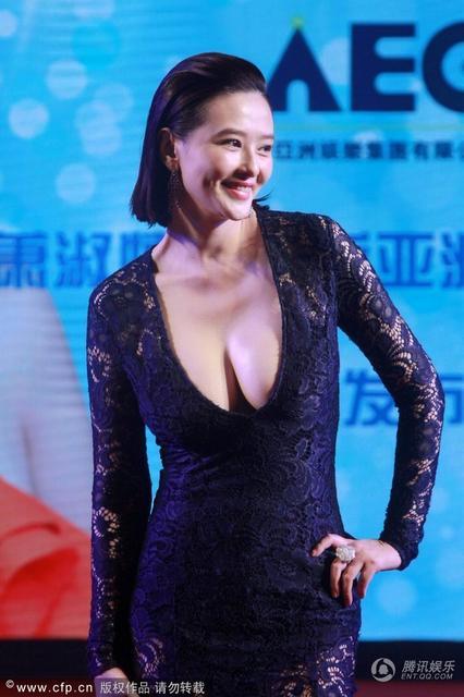 'Nữ hoàng ma túy' Đài Loan thả rông ngực bự