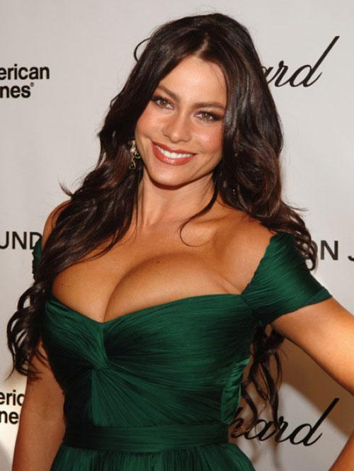 Sofia Vergara - nữ diễn viên truyền hình Mỹ có thu nhập cao nhất - từng không e ngại tiết lộ rằng, bộ ngực tự nhiên nóng bỏng giúp cô nổi tiếng hơn.
