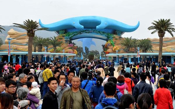 Dù mới đưa vào sử dụng hơn 2 tháng nhưng công viên hải dương Chimelong đã đón lượng khách khổng lồ lên tới 500.000 người.
