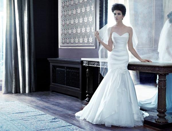 Váy tối giản cho tiệc cưới trong nhà