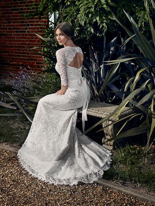 Váy cưới hoa hồng phong cách vintage