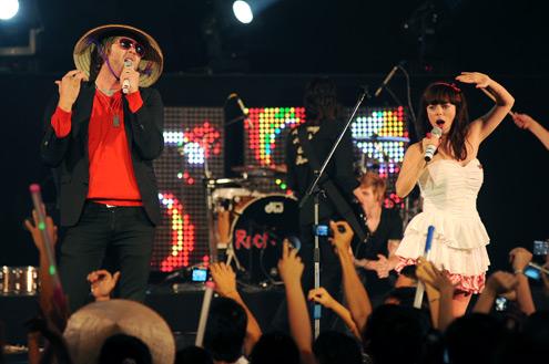 Lenka và Brian McFadden khuấy động đêm nhạc.