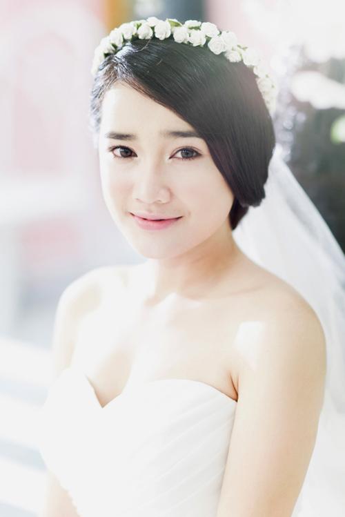 Nhã Phương xinh như thiên thần với váy cưới xòe