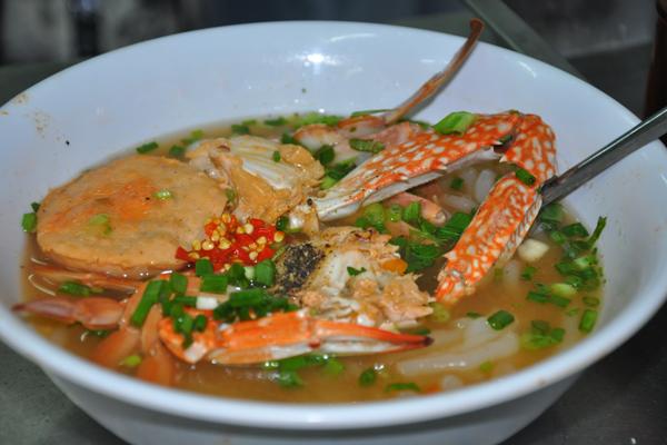 Ngoài ra còn có bánh canh cá lóc, bánh canh Nam Phổ từ miền Trung, bánh canh vịt, bánh canh tôm của người miền Tây... Chính nhờ sự phong phú đó mà món ăn này trở nên quen thuộc đời sống ẩm thực của người Sài Gòn.