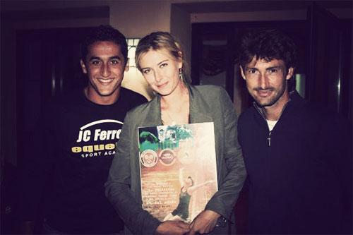 Năm 2005, khi mới nổi, Sharapova bị đồn hẹn hò với đồng nghiệp Ferreroo