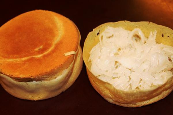 Nguyên liệu chính của bánh bò dừa là bột mì, bột nổi, trứng gà. Nhân bánh được làm từ dừa bào sợi xào với đường cát trắng và đậu xanh hấp chín. Múc một vá bột độ chừng muỗng canh đổ vào lòng khuôn, người bán cầm khuôn bánh lắc đều một vòng tròn cho bột tráng đáy không dồn cục. Đặt khuôn bánh lên bếp than đậy nắp lại. Độ chừng 2 phút mở nắp kiểm tra, khi thấy lớp bột mỏng trên thành khuôn đã giòn rộp thì dùng lưỡi dao gỡ bánh.