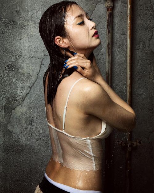 Ngọc nữ Hàn cởi xiêm y khoe đường cong nóng bỏng