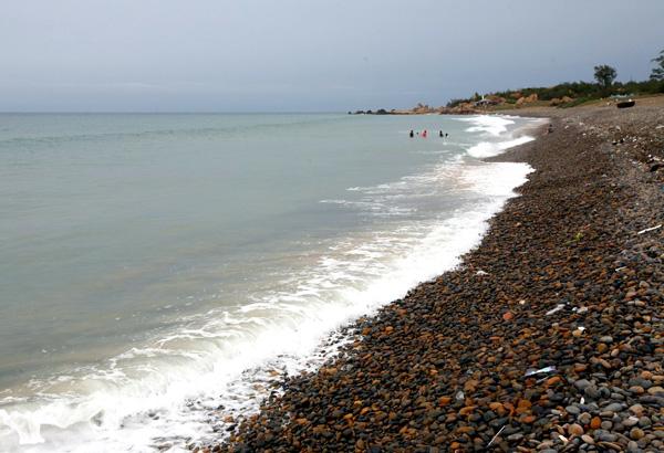 Bãi đá có chiều dài khoảng 1km, rộng từ 200m đến 300m trải dài trên một phần bãi biển của xã Bình Thạnh, huyện Tuy Phong, tỉnh Bình Thuận.