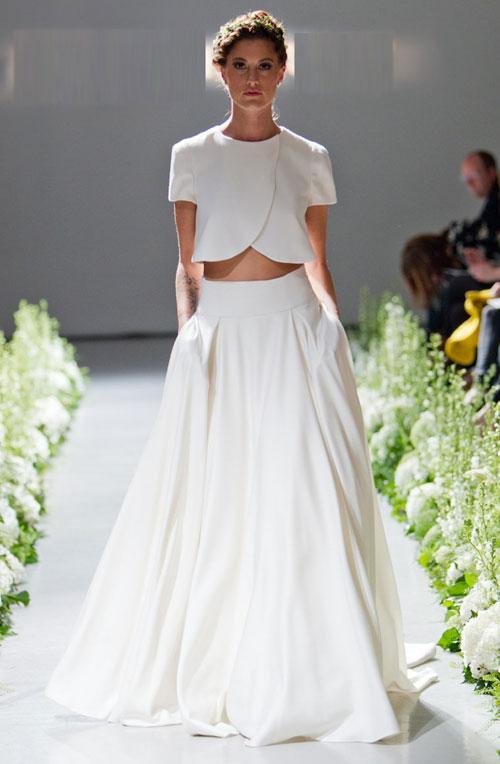 Váy cưới crop-top trẻ trung, hiện đại