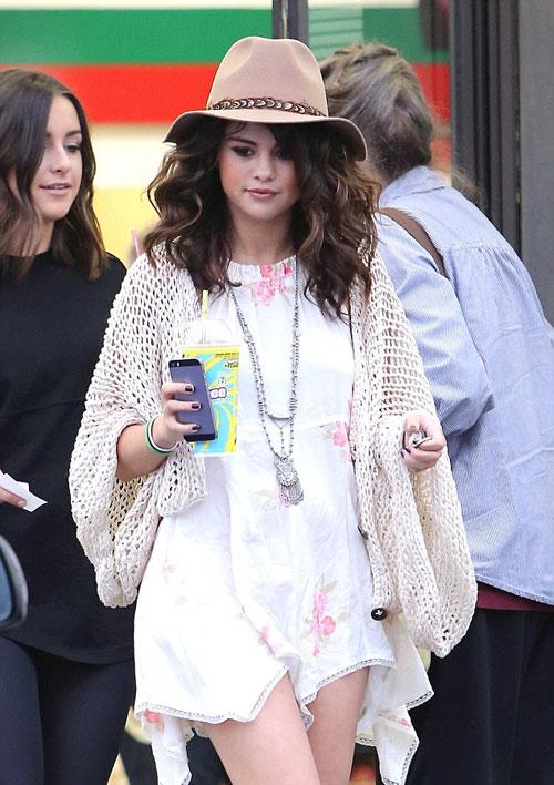 Selena-Gomez-10-1414-1398654149.jpg