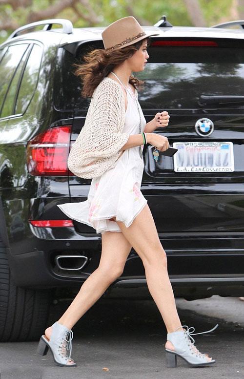 Selena-Gomez-4-6569-1398654149.jpg