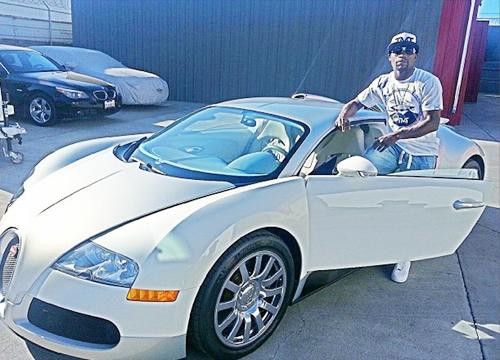 Mayweather bên chiếcBugatti Veyron