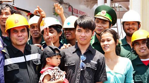 Anh Sang trở về trong niềm vui vỡ òa của gia đình, bạn bè và tất cả những người biết đến câu chuyện của anh.
