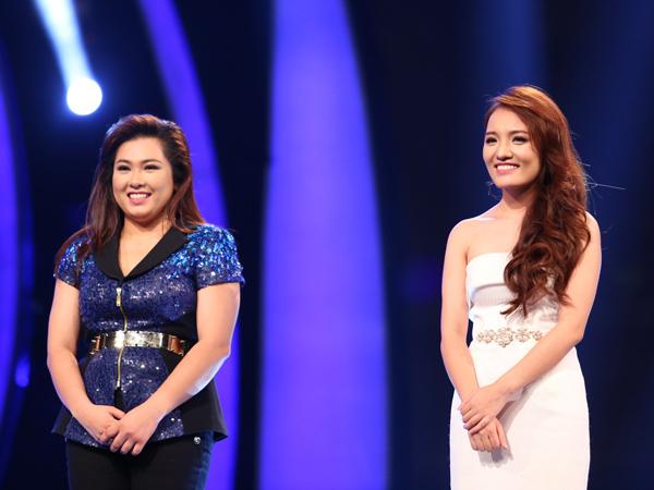 Minh Thùy (trái) và Nhật Thủy sẵn sàng cho đêm thi cuối cùng. Họ tâm sự, sẽ coi đây như một đêm biểu diễn.